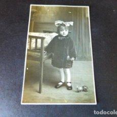 Postales: BARBASTRO HUESCA POSTAL FOTOGRAFICA GALLIFA FOTOGRAFO RETRATO DE NIÑA CON JUGUETE. Lote 286409988