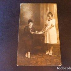 Postales: BARBASTRO HUESCA POSTAL FOTOGRAFICA MELENDO FOTOGRAFO RETRATO DE MADRE E HIJA 1919. Lote 286411138