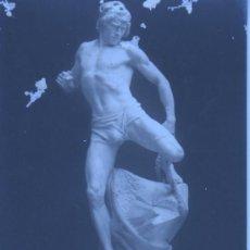 Postales: POSTAL - FOTO DE ESCULTURA LUXEMBOURG STATUE LE GOLIATT SAISI PAR LA PLEUVRE PAR CARLIER. Lote 31102980