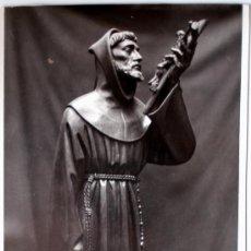 Postales: FOTOGRAFIA DE ARTE MORENO (MADRID) SAN FRANCISCO DE ASIS TALLADO EN NOGAL PARA SALAMANCA (1951). Lote 35867361