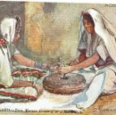 Postales: PS5485 THE HOLY LAND 'TWO WOMEN GRINDING AT A HAND MILL'. OILETTE. TUCK AND SONS. 1905. Lote 46557323