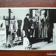 Postales: PABLO PICASSO EN SU ESTUDIO 1928 POSTAL . Lote 111319891