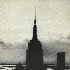 Postales: EDIFICIOS EN MANHATTAN - FOTOGRAFIAS DE TITO DALMAU - SALA LUIS BALTÁ - 1982. Lote 140100250