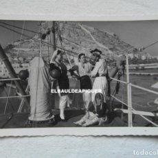 Postales: 220 ALICANTE. ALICANTINOS CON EL TRAJE REGIONAL. ARRIBAS. CIRCULADA. 1956. CCTT. Lote 190451803