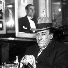 Postales: POSTAL DE LA FOTOGRAFÍA ANTONIO MACHADO EN EL CAFÉ DE LAS SALESAS, DE ALFONSO SÁNCHEZ PORTELA.. Lote 194530461