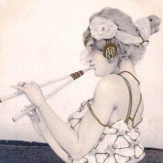 Postales: POSTAL DEL CUADRO GIRL PLAYS TWO BARRELED MUSICAL PIPE, DE RAPHAEL KIRCHNER TEMA: ARTE, RAPHAEL TUCK. Lote 273028973