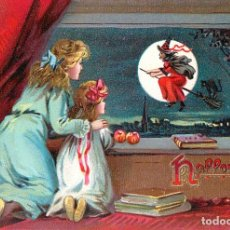 Postales: POSTAL DE HALLOWE'EN. TWO GIRLS LOOK OUT WINDOW TO SEE A WITCH. TEMA: HALLOWEEN, BRUJA, RAPHAEL TUCK. Lote 237023045