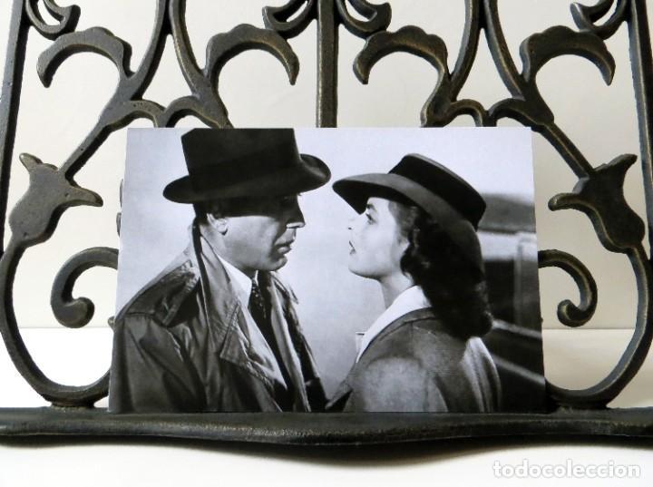 Postales: Postal de Humphrey Bogart e Ingrid Bergman en la película Casablanca, de Michael Curtiz. Tema: Cine. - Foto 3 - 288545648