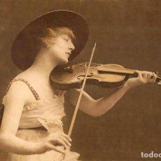 Postales: POSTAL DE LA FOTOGRAFÍA GIRL PLAYS THE VIOLIN. TEMA: MÚSICA, RAPHAEL TUCK.. Lote 238357540