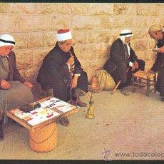 Postales: JERUSALÉN ARABO ISRAELITAS FUMANDO EN PIPAS DE AGUA NUEVA. Lote 24911504
