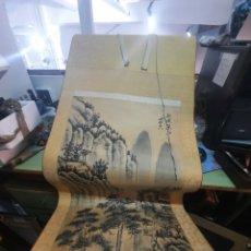 Postales: ROLLO DE PINTURA CHINO EN PAPEL ANTIGUO PAISAJE LAS MONTAÑAS DE LARGO 154CM X 56CM. Lote 267635199
