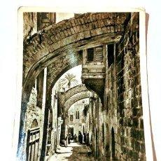 Postales: TARJETA POSTAL JERUSALEM VIA DOLOROSA 1957. Lote 278863528