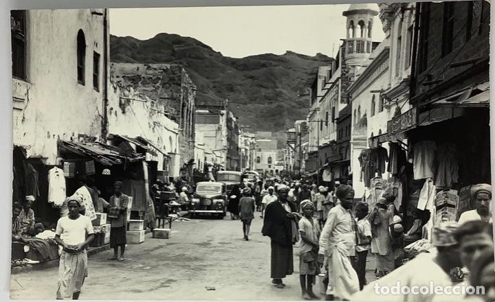 POSTAL YEMEN, ADEN NATIVE BAZAAR, CRATER. PHOTO DICK KETCHIAN. CIRC 1962. (Postales - Postales Extranjero - Asia)