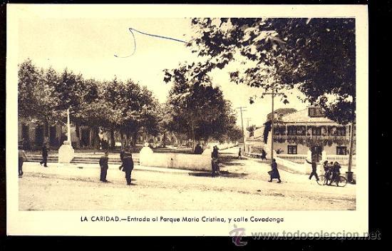 TARJETA POSTAL DE LA CARIDAD. ENTRADA AL PARQUE MARIA CRISTINA, Y CALLE COVADONGA. FOTO GOMEZ. (Postales - España - Asturias Antigua (hasta 1.939))