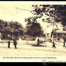 Postales: TARJETA POSTAL DE LA CARIDAD. ENTRADA AL PARQUE MARIA CRISTINA, Y CALLE COVADONGA. FOTO GOMEZ.. Lote 277745853
