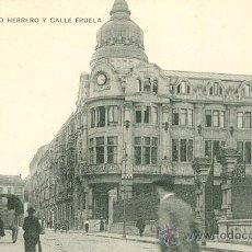 Postales: OVIEDO. BANCO HERRERO Y CALLE FRUELA. POSTAL TONO MALVA CLARA, C. 1920. OV. Lote 24562989