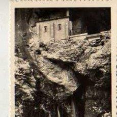 Postales: POSTAL DE COVADONGA LA SANTA CUEVA. Lote 19105446