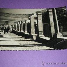 Postales: AVILES, PORCHES DE GALIANA, LIBRERIA LA ESCOLAR MARCA DE PLIEGUE PUNTA INF. DERCH.. Lote 23040934