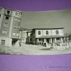 Postales: PRAVIA,ASTURIAS, ESCUELAS MUNICIPALES, EDC. ARBESU, FOTG. FIGUROLA, POSTAL FOTOGRAFICA, 14X9 CM.. Lote 23108131