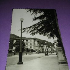 Postales: CANGAS DE ONIS,-AVENIDA COVADONGA, FOT. M.FIGUEROA, EDC. ARBESU,14X9 CM.. Lote 23162903