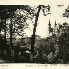 Postales: COVADONGA - LLEGADA AL SANTUARIO - AÑOS 50.. Lote 23422944