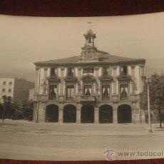 Postales: ANTIGUA FOTO POSTAL DE MIERES (ASTURIAS) AYUNTAMIENTO - ED. ALARDE Nº 23 - SIN CIFCULAR. Lote 26389635