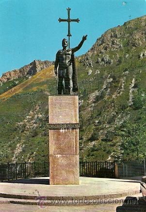 COVADONGA (ASTURIAS) - ESTATUA DEL REY DON PELAYO (LEVES DOBLECES) (Postales - España - Asturias Moderna (desde 1.940))