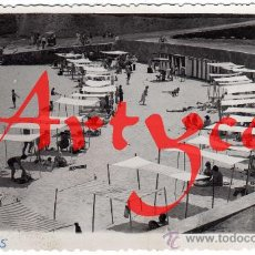 Postales: RARA POSTAL-FOTOGRAFICA - LLANES (ASTURIAS) - VISTA DE LA PLAYA - MUY AMBIENTADA. Lote 28431174