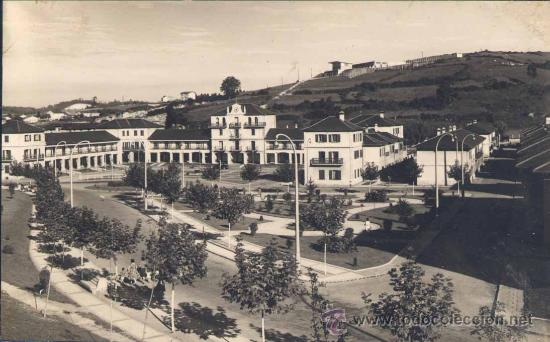 LLARANES (AVILÉS).- JARDINES ( SE VEN LOS ECONOMATOS DE ENSIDESA) (Postales - España - Asturias Moderna (desde 1.940))