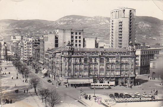 OVIEDO: PASEO DE JOSE ANTONIO Y CALLE URIA. BONITA POSTAL EDICIONES ALARDE CIRCULADA 1959 A BURGOS. (Postales - España - Asturias Moderna (desde 1.940))