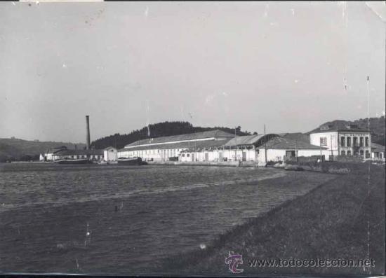 VILLAVICIOSA (ASTURIAS).- FABRICA DE SIDRA EL GAITERO Y VISTA PARCIAL DE LA RIA (Postales - España - Asturias Moderna (desde 1.940))