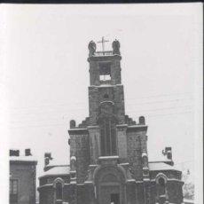 Postales: INFIESTO (ASTURIAS)-. FOTOGRAFÍA DE LA IGLESIA EN LA NEVADA DE FEBRERO 1955. Lote 30673766