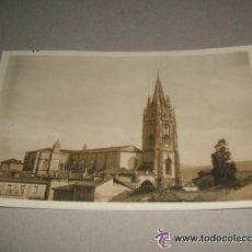 Postales: OVIEDO VISTA DE LA CATEDRAL POSTAL FOTOGRAFICA AÑOS 20 SELLO EN TINTA LIBRERIA CELESTINO COLLADA . Lote 34377283