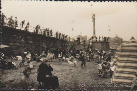 GIJÓN.- PLAYA DE SAN LORENZO. (Postales - España - Asturias Moderna (desde 1.940))
