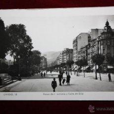 Postales: ANTIGUA FOTO POSTAL DE OVIEDO. ASTURIAS. PASEO DE J. ANTONIO Y CALLE URÍA. ED. ARRIBAS. SIN CIRCULAR. Lote 45305109