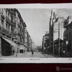Postales: ANTIGUA FOTO POSTAL DE OVIEDO. ASTURIAS. CALLE DE URÍA. ED. ARRIBAS. SIN CIRCULAR. Lote 45305191