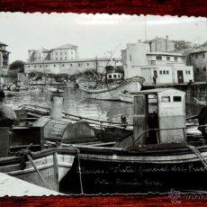 Postales: FOTO POSTAL DE LLANES, ASTURIAS, VISTA DEL PUERTO, FOTO DE RAMON ROZAS, NO CIRCULADA.. Lote 46924346