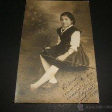 Postales: LUARCA ASTURIAS RETRATO DE LA NIÑA JOSEFINA HEREDERO CON TRAJE DE ASTURIANA E. GOMEZ FOTOGRAFO 1918. Lote 47415475