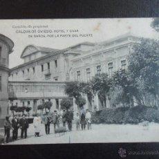 Postales: CALDAS DE OVIEDO: HOTEL Y CASA DE BAÑOS, POR LA PARTE DEL PUENTE. CASTAÑON. POSTAL.. Lote 48157887