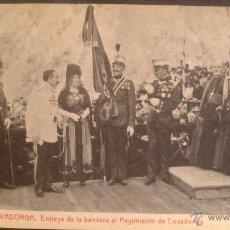 Postales: COVADONGA, ASTURIAS, ENTREGA DE LA BANDERA AL REGIMIENTO DE COVADONGA, ALFONSO XIII. Lote 49199607