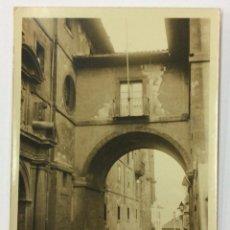 Postales: OVIEDO. ARCO DE SAN VICENTE. POSTAL FOTOGRÁFICA (CELESTINO COLLADA). CIRCULADA 1925.. Lote 53550653