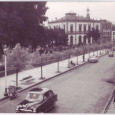 Postales: VILLAVICIOSA (ASTURIAS): CALLE DE CERVANTES. FOTO MINFER. CIRCULADA (AÑOS 50- 60). Lote 55787412