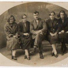 Postales: LUARCA. M. COSENT. FOTÓGRAFO. RETRATO DE FAMILIA. AÑOS 20. ASTURIAS. Lote 76992281