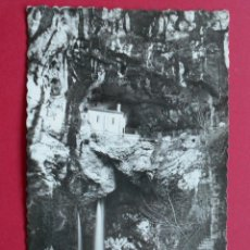 Postales: ANTIGUA POSTAL - COVADONGA - CUEVA Y CASCADA -(ASTURIAS ) - AÑO 1958... R-5697. Lote 85108868