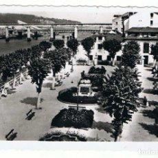 Postales: POSTAL DE NAVIA, ASTURIAS. PARQUE DE CAMPOAMOR. ED. ARRIBAS. ESCRITA 1961. Lote 294142718