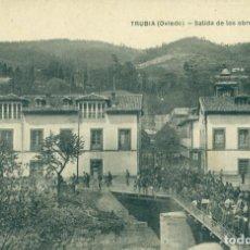 Postales: TRUBIA OVIEDO SALIDA DE LOS OBREROS DE LA FABRICA DE ARMAS. AÑO 1913.. Lote 99283099