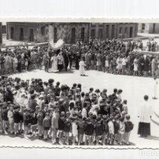 Postales: NAVA (ASTURIAS).- FOTO MORI - ACTO RELIGIOSO FRENTE A LA IGLESIA DEL PUEBLO. Lote 124275767