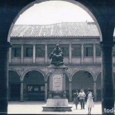 Postales: POSTAL OVIEDO 110 - PATIO DE LA UNIVERSIDAD Y MONUMENTO A VALDES SALAS - ALARDE. Lote 127632607