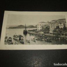 Postales: TAPIA DE CASARIEGO ASTURIAS POSTAL FOTOGRAFICA ESCENA EN EL PUERTO . Lote 128279151