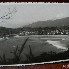 Postales: FOTOGRAFÍA DE RIBADESELLA. ASTURIAS. FOTOGRAFO JESUS HEVIA. CON MATASELLO EN ROJO DEL FOTÓGRAFO EN E. Lote 133609722